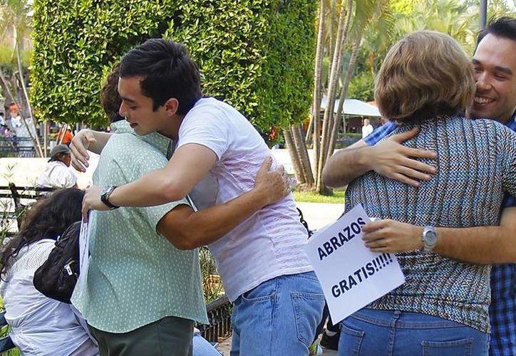 Este sábado 8 de octubre, por la tarde, en el parque de diversiones Actix Park y los restaurantes de la cadena Bostón's, voluntarios de Mérida e integrantes de la  asociación 'Abrazos de Corazón JE A. C' tratarán de obtener apoyos para niños con cáncer o con enfermedades crónico degenerativas.(Contexto/SIPSE)