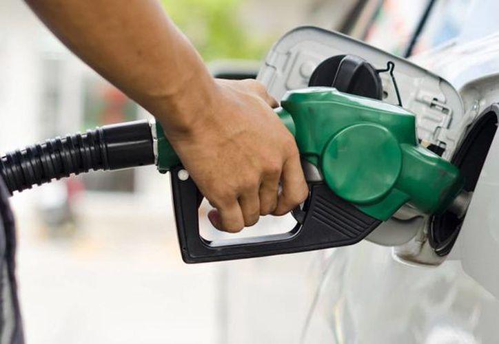 El precio de la gasolina Premium se incrementará en 8 centavos en junio. Los precios para la gasolina Magna y el diésel se mantendrán sin cambios (vanguardia.com.mx)