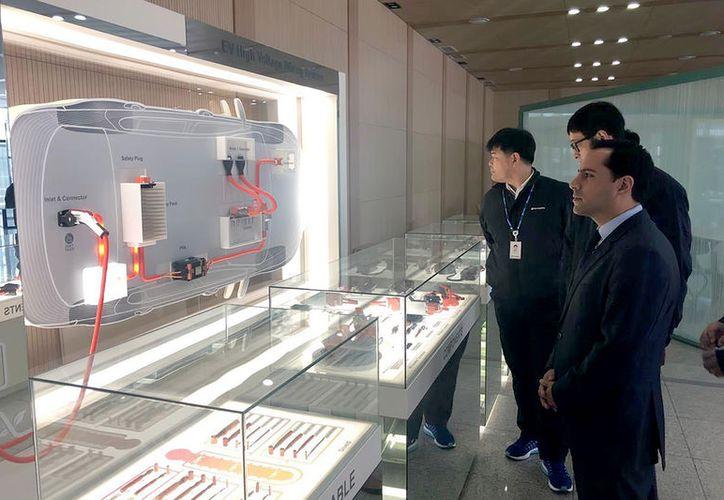 Como parte de una gira de trabajo en Corea del Sur, el gobernador Mauricio Vila Dosal sostuvo una reunión con el director de Asuntos Internacionales de Hyundai Motors Group, Sung-Jun Kim.