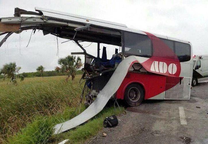 Peritajes de la PGJE le atribuyen responsabilidad al chofer del autobús. (Milenio Novedades)