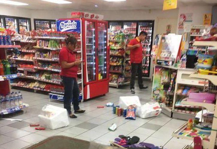 Al evitar el robo se suscitó una riña que ocasionó destrozos a la tienda de conveniencia de Cozumel. (Redacción/SIPSE)