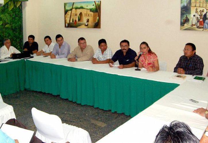 Los maestros se reunieron para hablar de los avances en los acuerdos. (Milenio Novedades)
