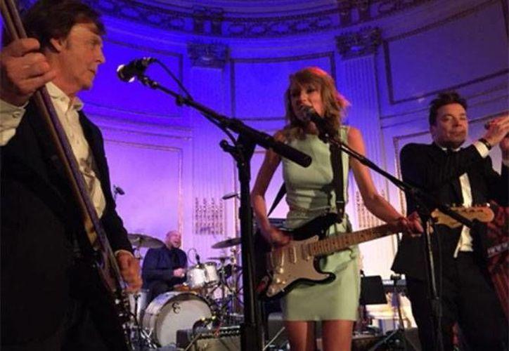 Paul McCartney y Taylor Swift buscan regular Youtube, plataforma que ofrece la música de miles de artistas de manera gratuita. (Imagen tomada de Excelsior)