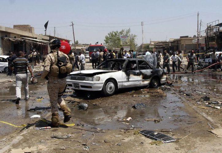 Cinco coches bomba explotaron el lunes en ciudades predominantemente chiítas. (Agencias)