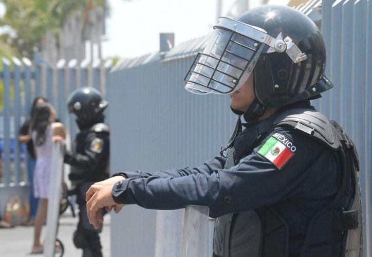 La propuesta del Mando Mixto Policial se da ante los casos que se han registrado en que los policías tienen nexos con los grupos criminales. (Archivo/Notimex)