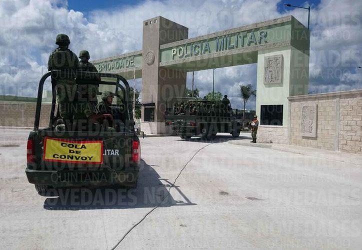 Un convoy llegó a las instalaciones de la Décima Brigada. (Eric Galindo/SIPSE)
