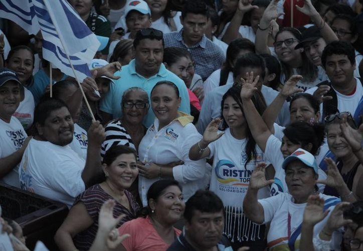 Cristina Torres invitó a los ciudadanos a salir a votar por las propuestas que más los convencen. (SIPSE)