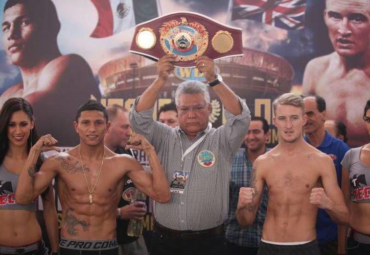 George Jupp (d) se convertirá este sábado en el primer boxeador inglés en pelear en Yucatán, y lo hará frente a Miguel 'Alacrán' Berchelt (i). (Milenio Novedades)