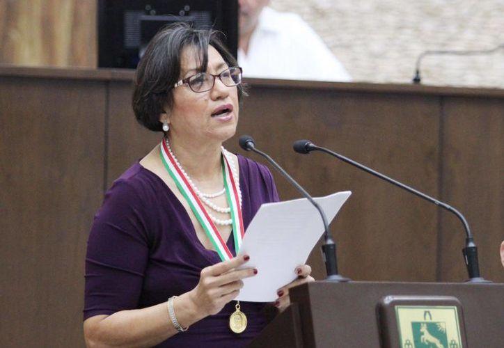 La antropóloga e investigadora Julia Fraga recibió esta tarde  la Medalla 'Héctor Victoria Aguilar', máxima presea que otorga el Congreso del Estado de Yucatán. (Foto cortesía del Gobierno)