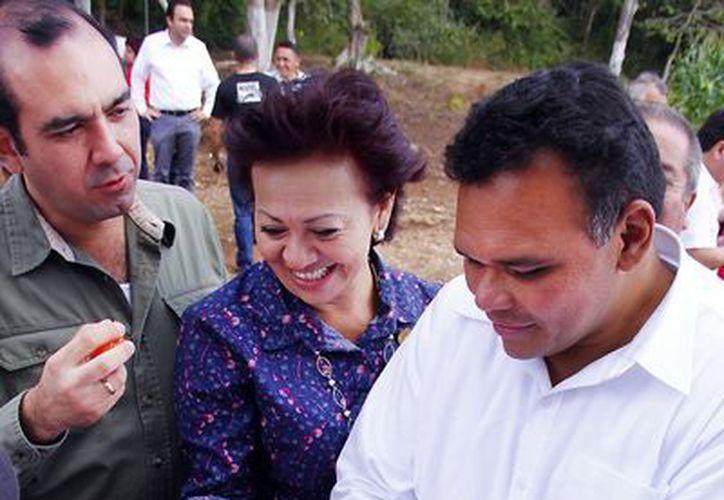 Zapata Bello constató ayer los avances de proyectos hortícolas en el oriente de Yucatán. (Cortesía)