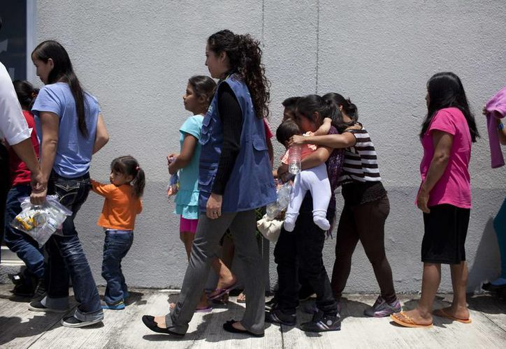 Los indocumentados detenidos fueron llevados a centros de control de inmigración para posteriormente ser deportados. (EFE/Archivo)