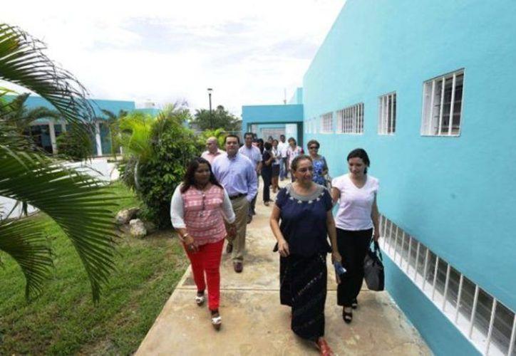 El refugio de mujeres durante un recorrido del alcalde de Mérida. (Novedades Yucatán)