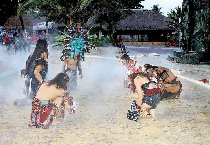 Los danzantes capacitados, que se encuentran en Playa del Carmen, son 56 integrantes. (Octavio Martínez/SIPSE)