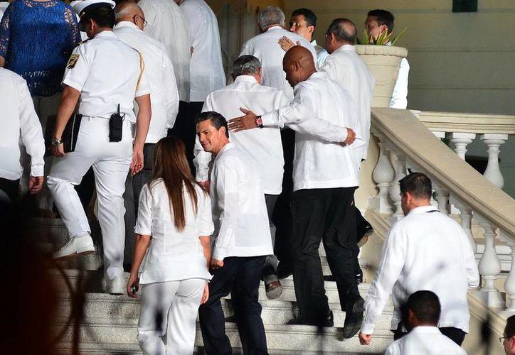 El Presidente y sus invitados de honor a su llegada a la Quinta Molina. (Milenio Novedades)