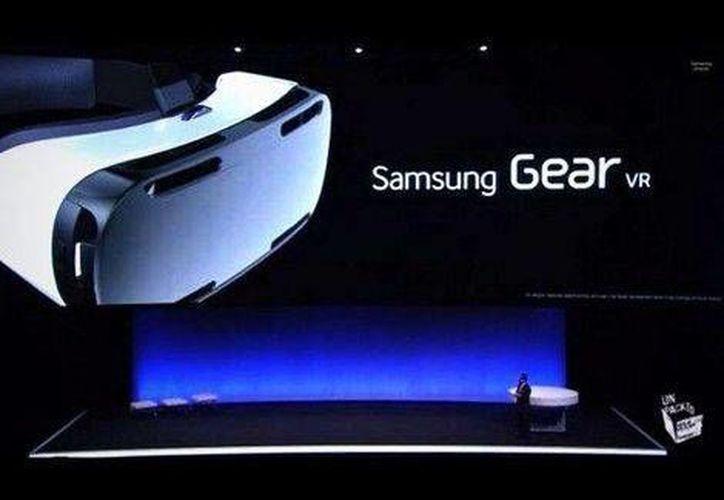 Así luce el visor de realidad virtual de Samsung 'Gear VR'. (@santillanes)