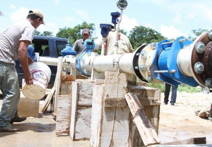 Tras las labores de mantenimiento realizadas por Aguakan, habrá baja presión en el suministro de agua en 10 colonias de Playa del Carmen. (Archivo/SIPSE)