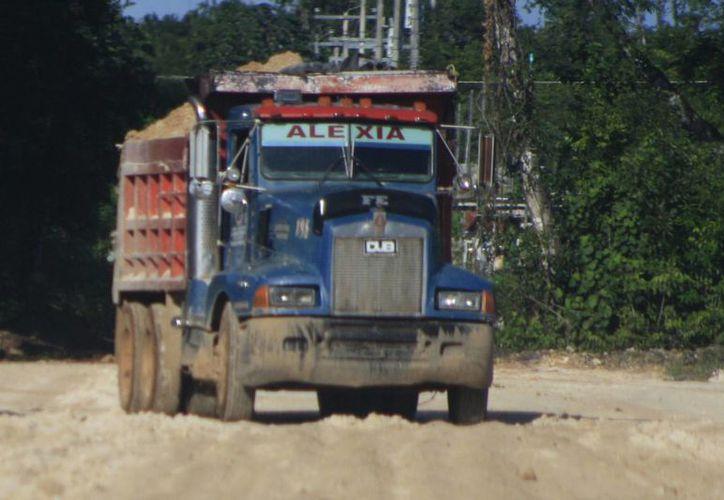 Las lluvias aocasionaron afectaciones en la infraestructura de la carretera. (Harold alcocer/SIPSE)