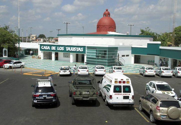 Uno de cada 10 aspirantes reprueban el examen psicométrico que aplica el Sindicato de Taxistas Andrés Quintana Roo. (Tomás Álvarez/SIPSE)