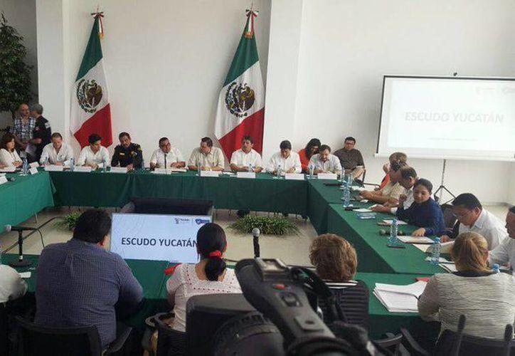 Esta mañana se llevó a cabo un ejercicio de diálogo entre diputados de la LXI Legislatura y cinco secretarios de Gobierno de Yucatán. (@CongresoYucatan)