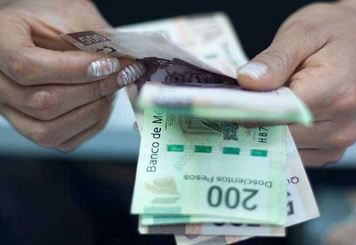 El dinero de las becas de los estudiantes que se entrega es de un monto total de tres millones 400 mil pesos. (planoinformativo.com)