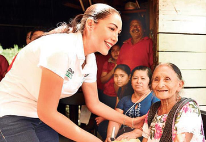 La candidata visitó la delegación de Leona Vicario en el municipio de Puerto Morelos. (Redacción/SIPSE)
