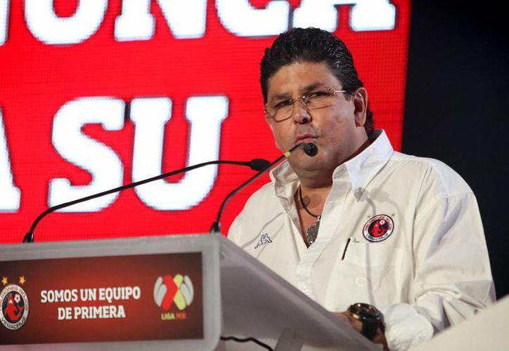 Fidel Kuri, dueño de Tiburones Rojos de Veracruz, dejará de ejercer numerosas funciones debido a un castigo de la Femexfut por agredir a Edgardo Codesal. (posta.com.mx)