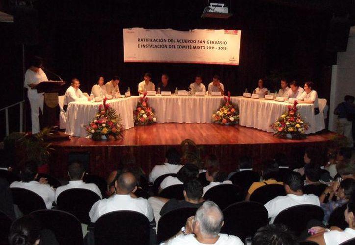 En la instalación del comité mixto indicaron que existen proyectos sociales detenidos. (Julián Miranda/SIPSE)