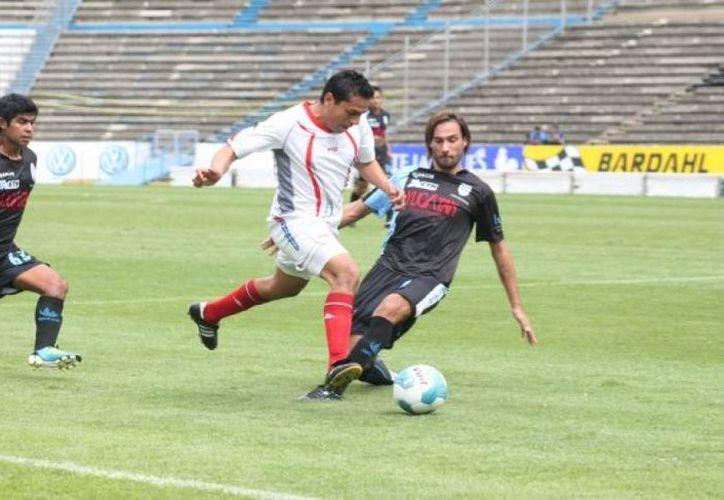 Durante el pasado encuentro Mérida -BUAP, el árbitro fue Absalón Castellanos. (SIPSE)