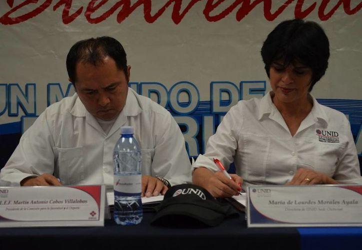 Martín Cobos Villalobos, titular de la Cojudeq y María de Lourdes Morales Ayala, directora de la UNID. (Redacción/SIPSE)