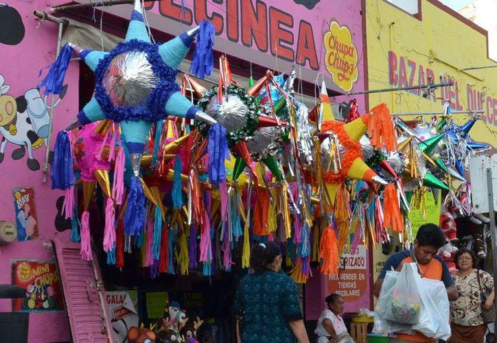 La Piñata con forma de estrella de 7 picos representa los pecados capitales, según se dice fue una forma de evangelización en la Colonia. (Christian Ayala/SIPSE)