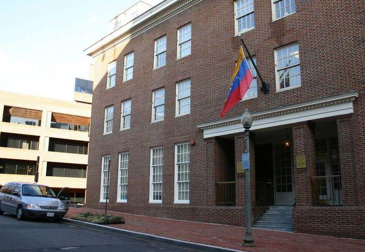 Fachada de la embajada de Venezuela, situada en el 1099 30th St., NW de Washington DC, EU. (EFE/Archivo)