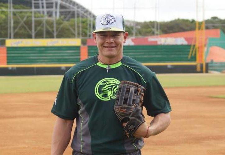 José Juan Aguilar(foto) conquistó el premio del 'Guante de Oro' por su destacada labor en la Temporada 2016 de la Liga Mexicana de Beisbol.(Milenio Novedades)
