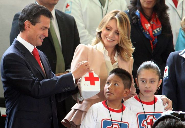 Peña Nieto hizo un reconocimiento especial a los mexicanos ejemplares que forman la Cruz Roja. (Notimex)