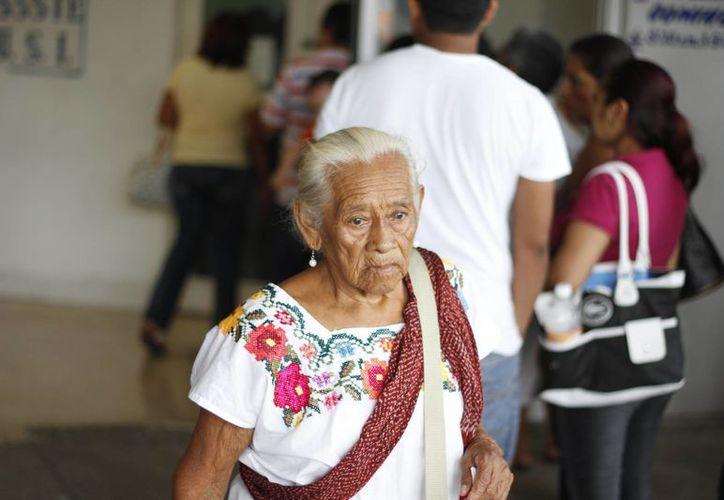 Se cuenta con una casa de asistencia temporal que funciona como guardería, las personas de la tercera edad están ocho horas de lunes a viernes. El costo es de 500 pesos mensuales. (Israel Leal/SIPSE)