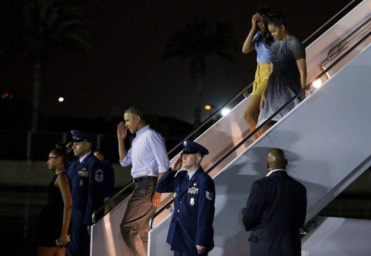 La familia Obama arribó al archipiélago de Hawai para iniciar sus vacaciones de invierno. (EFE/Archivo)