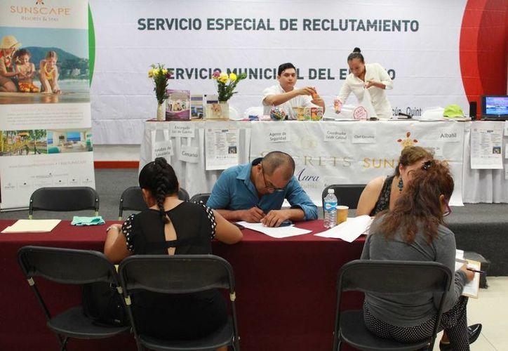 Entre las principales vacantes que se ofrecieron fueron para áreas operativas, como meseros, camaristas, entre otros. (Luis Soto/SIPSE)