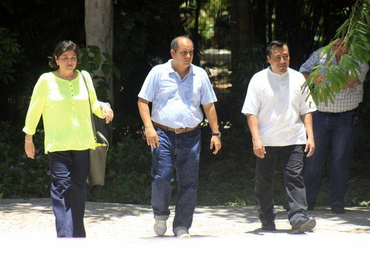 Autoridades visitan el área donde se encontraba el hipopótamo. (Harold Alcocer/SIPSE)