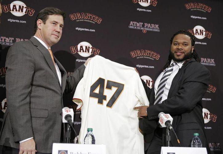 El lanzador derecho Johnny Cueto portará el número 47 en su uniforme con San Francisco luego de llegar con ellos a un acuerdo por 130 millones de dólares. (AP)