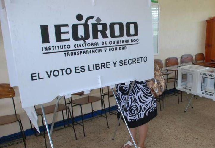 Durante la jornada estarán vigilando mil 328 ciudadanos, que participarán como observadores electorales en la jornada. (Redacción/SIPSE)
