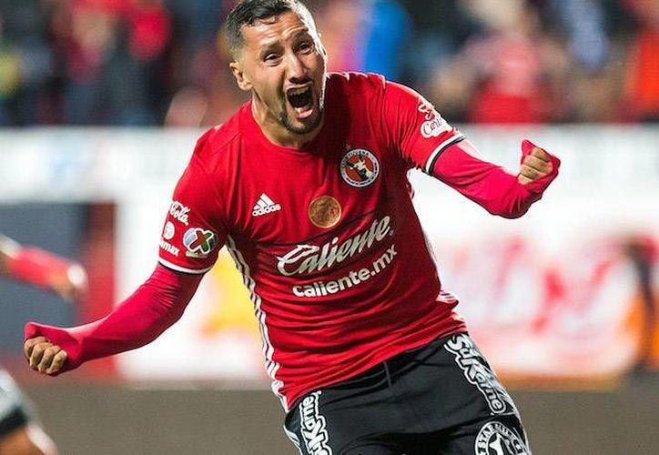 Yasser Corona convulsionó tras chocar con un de sus rivales, en el duelo correspondiente de la jornada 3 de la Copa MX.(Foto tomada de Mediotiempo)