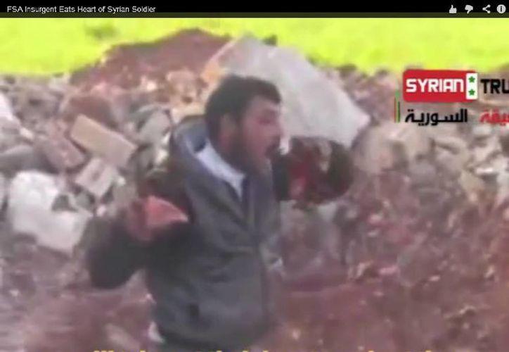 El video causó indignación tanto de la oposición como del régimen de Bashar al Assad. (Captura de pantalla)