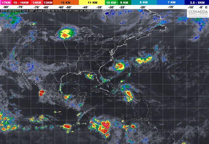 La  Onda Tropical Número 14 se localiza en el sureste de México, y cubrirá el sur y el centro del país. (Twitter)