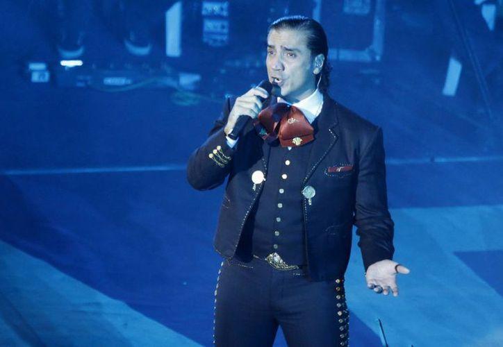 Buscan que, con intérpretes como Alejandro Fernández, las nuevas generaciones se acerquen a las grandes canciones mexicanas. (Archivo Notimex)