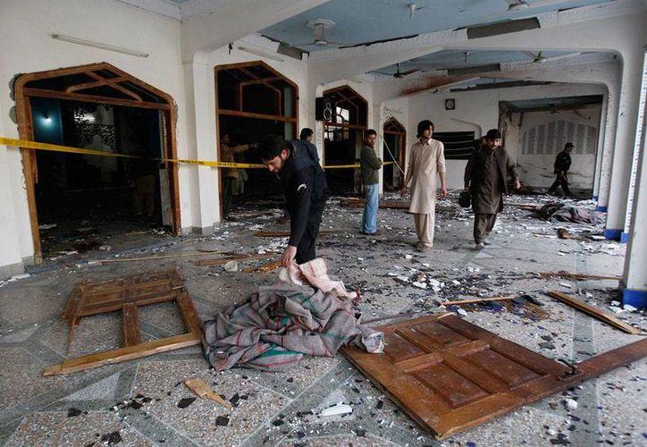 Ataque terrorista en mezquita de Pakistán dejó al menos 20 muertos. (AP)
