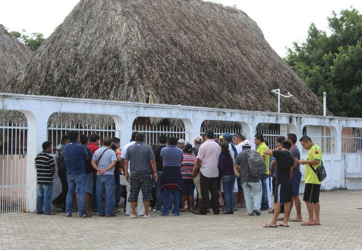 Comerciantes reunidos para el tradicional festejo. (Sara Cauich)