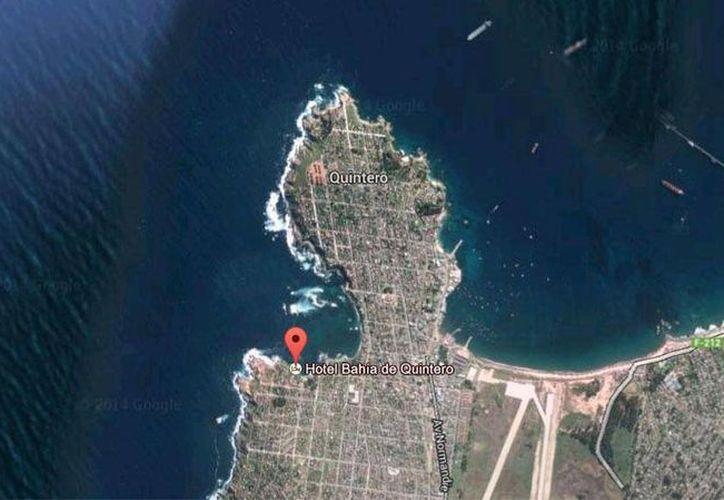 La bahía de Quintero, al noroeste de Santiago, fue la zona más afectada por el derrame de unos 22 mil litros de petróleo ocurrido el pasado 24 de septiembre. (Google Maps)