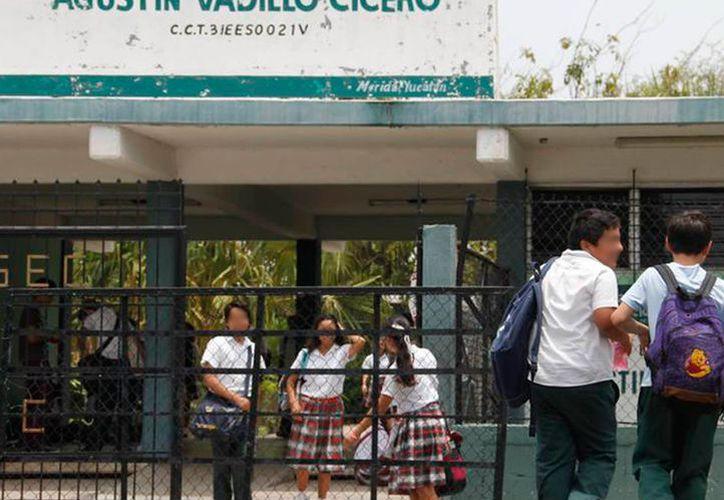 De acuerdo con el INEE, el nivel académico de los yucatecos está en tercero de secundaria, en promedio. Se espera que en 2020 alcancen el nivel bachillerato. (SIPSE/Archivo)