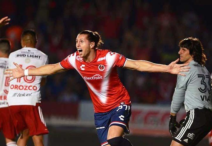 El triunfo de Veracruz es de suma importancia en su lucha por el no descenso, mientras que Tijuana llega a la liguilla con dos derrotas encima. En la foto, Vuletich, autor del primer gol de los Tiburones.(Foto tomada de Liga MX.)