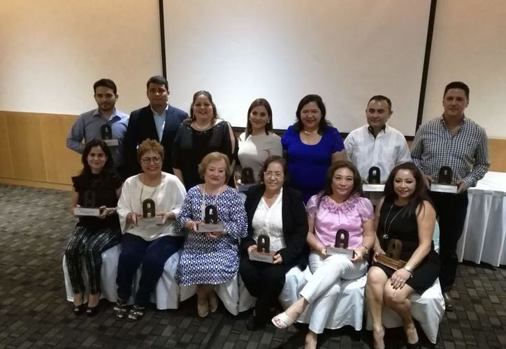 En la celebración se entregaron reconocimientos a socios destacados, y fue encabezada por su presidenta Déborah Angulo. (Joel Zamora/SIPSE)
