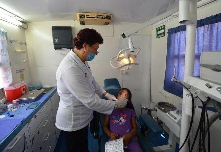 Pasantes del ramo de medicina atenderán en las unidades médicas de la zona sur de Quintana Roo. (Eddy Bonilla/SIPSE)